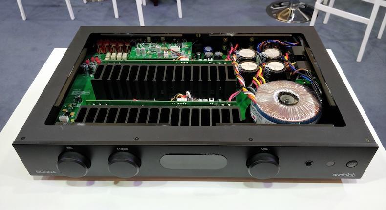 Novità Audiolab tra ampli integrato, DAC portatile e meccanica CD