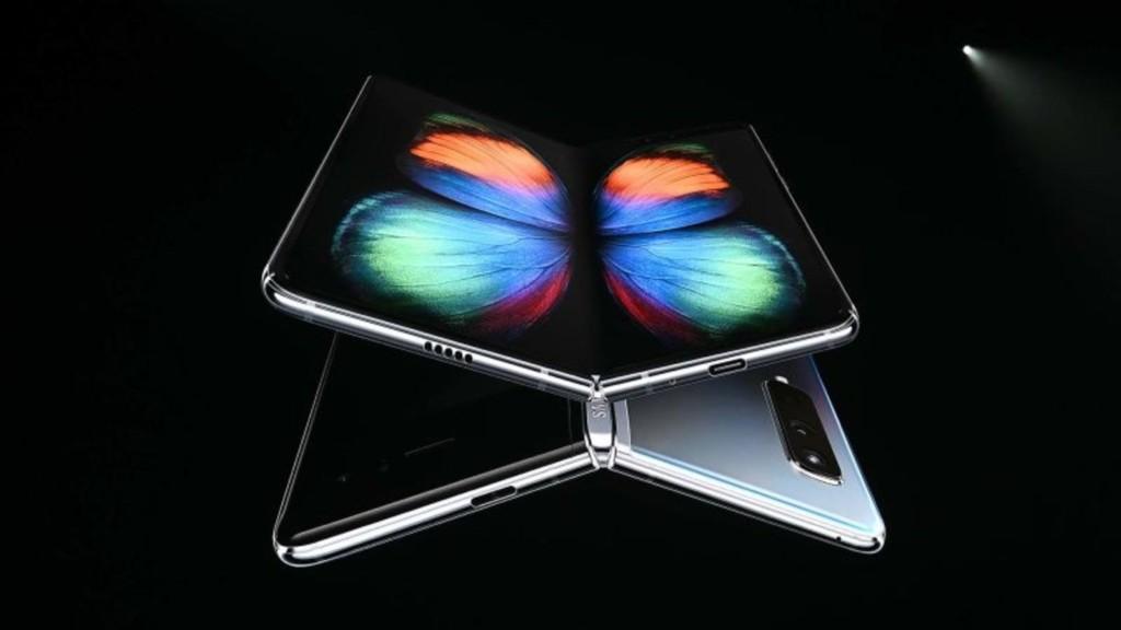 Galaxy Fold: Samsung rinvia l'uscita per i problemi al display