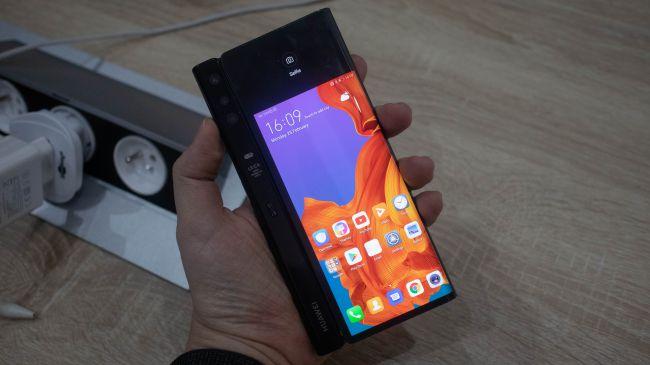 Huawei Mate X: benvenuta generazione pieghevole