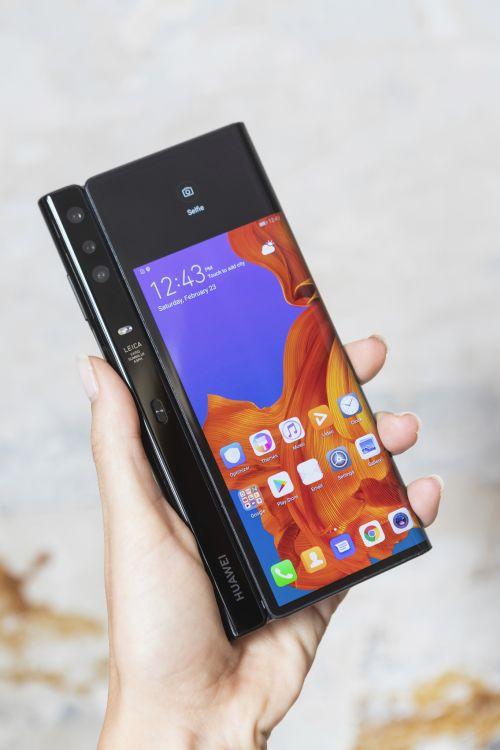 Huawei Mate X: svelato il foldable phone 5G