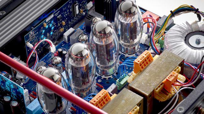 Copland CTA408: l'integrato valvolare fluido e composto