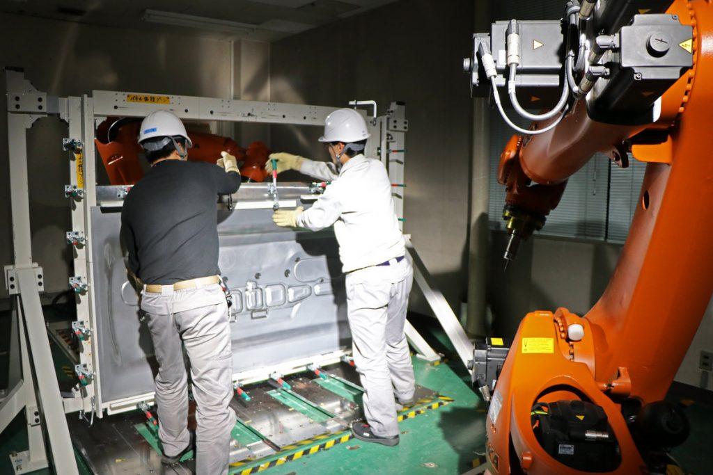 Robot Nissan per produrre ricambi a minor costo con tecnologia Dieless