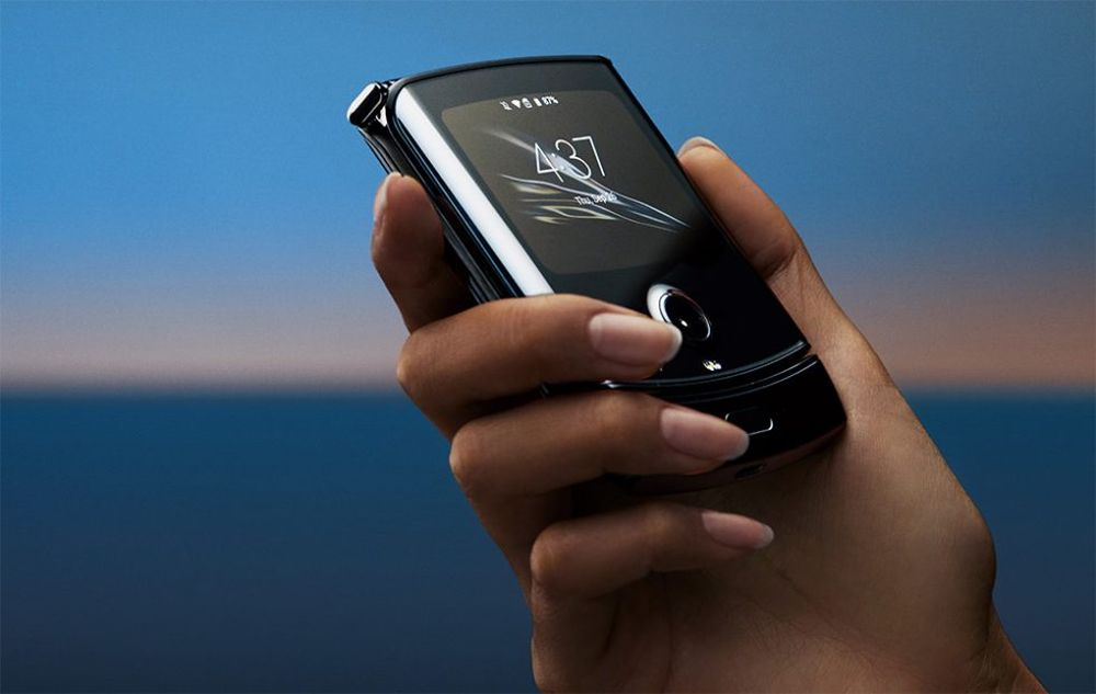 Motorola razr: ufficiale in Italia lo smartphone con display flessibile