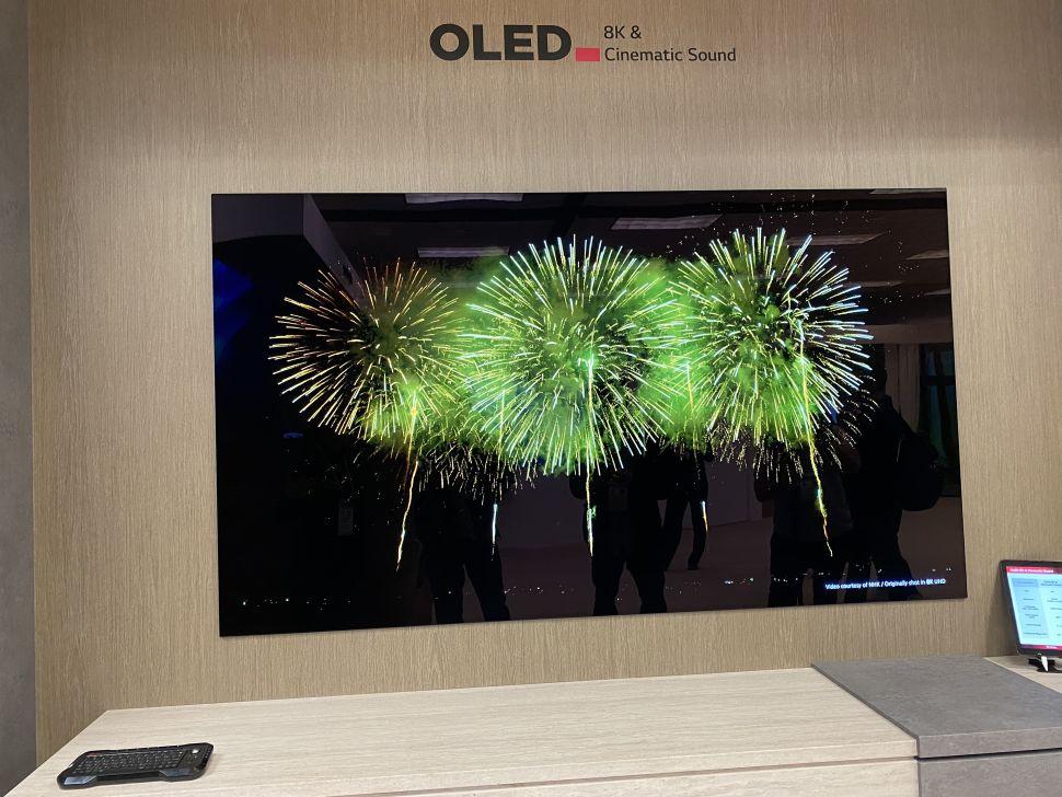 CES 2020: l'OLED avvolgibile di LG che scende dall'alto… e altre meraviglie
