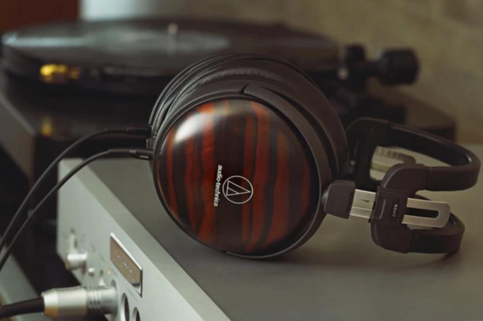 Audio Technica svela due nuove cuffie con padiglioni in legno